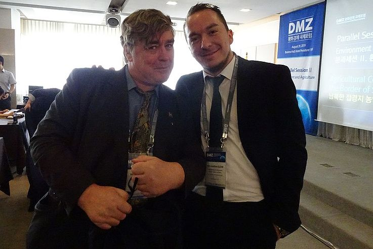 Dr. Nial Moores, CEO von Birds Korea mit Felix Glenk, Projektleiter von DPR Korea.