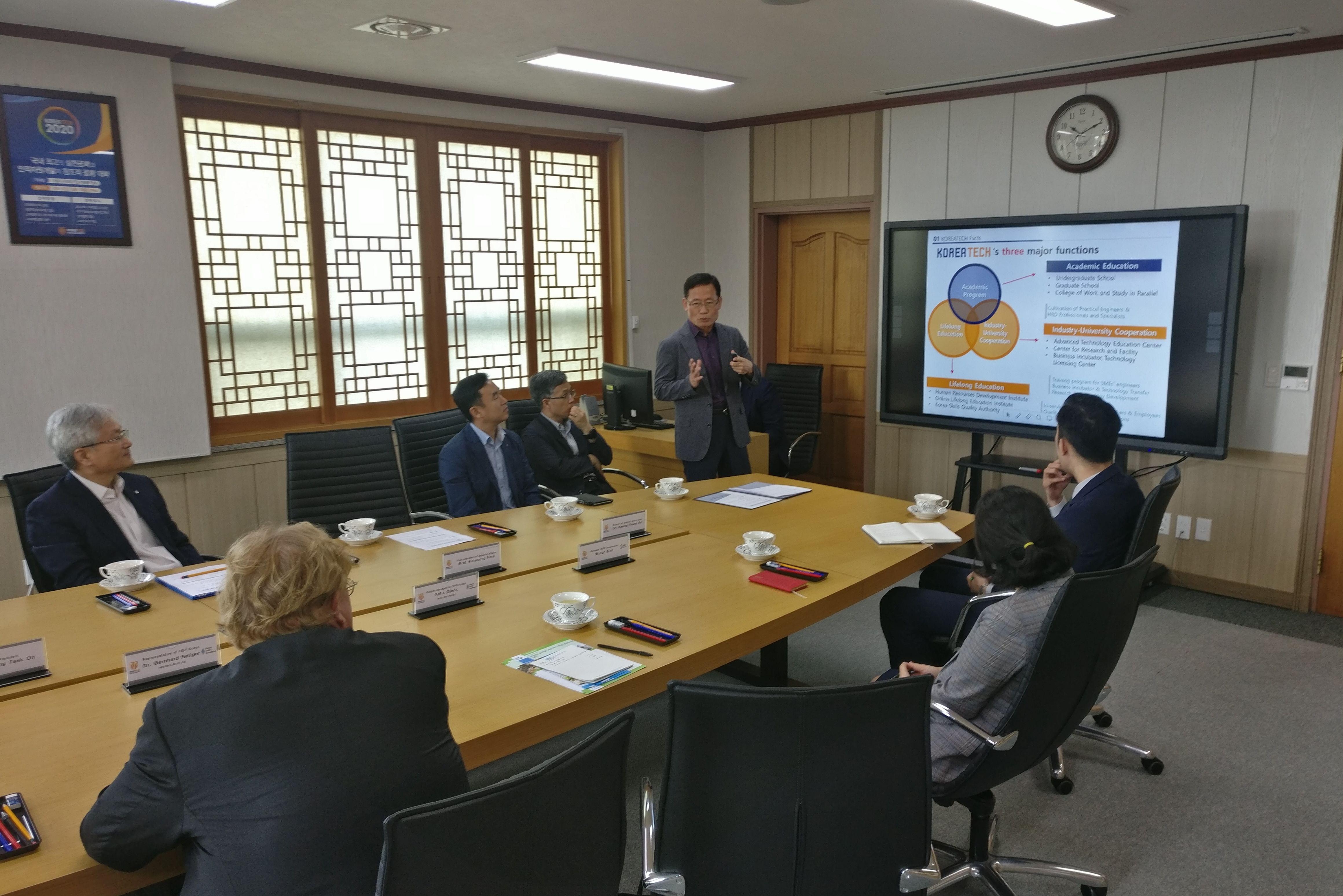 Professor Park Haiwoong referiert über KoreaTech.