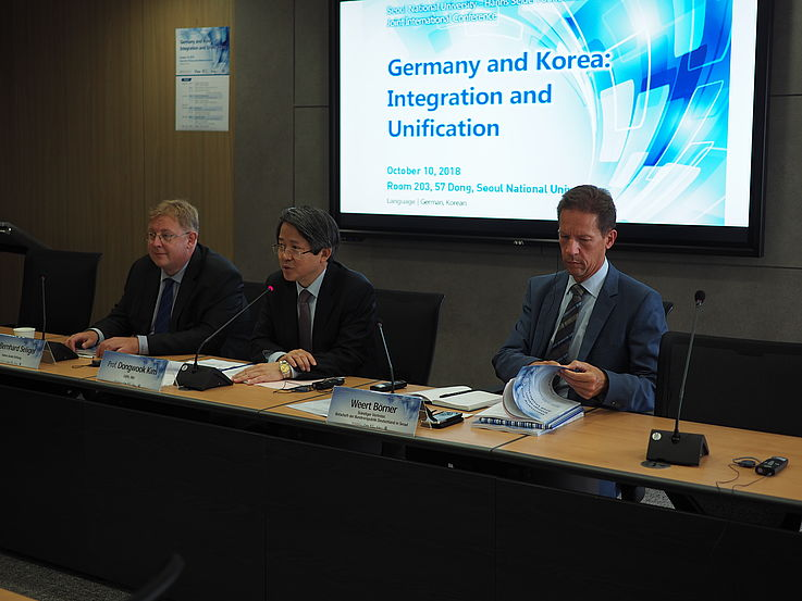 Dr. Bernhard Seliger (HSF), Prof. Dongwook Kim (SNU) and Weert Börner (German Embassy) moderating the discussions