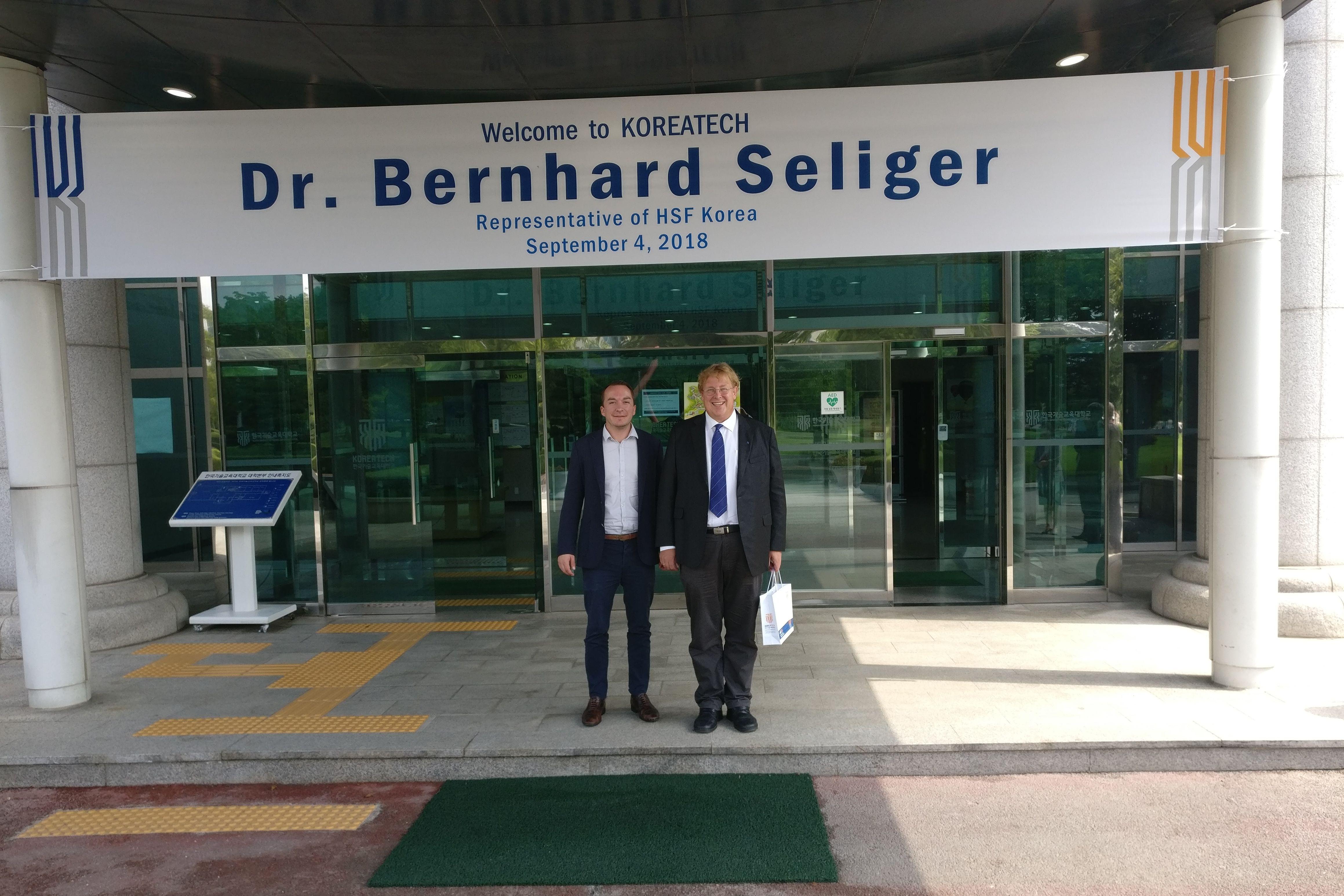 Dr. Bernhard Seliger, der Vertreter der HSS Korea und Felix Glenk, Projektleiter für DPR Korea, wurden bei KoreaTech begrüßt.