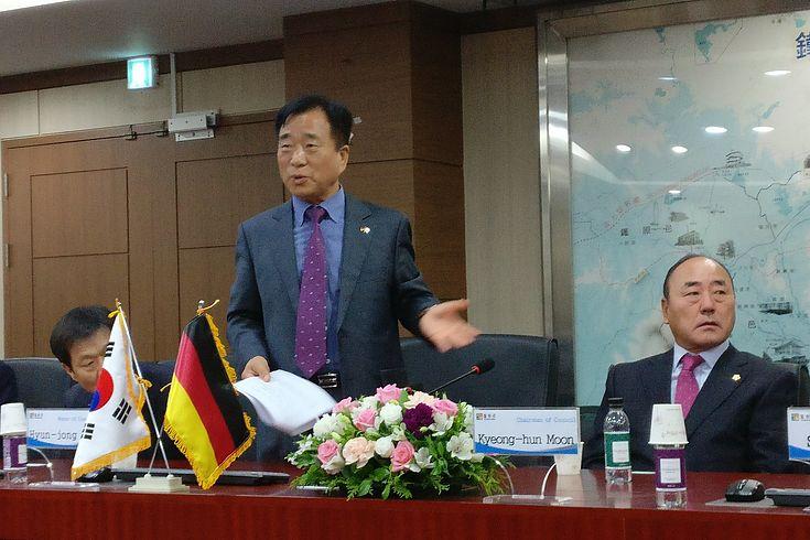 Begrüßung bei Hyon-Jong Lee, Landrat von Cheolwon