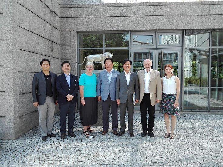 Mitglieder des südkoreanischen Nationalparlaments bei der Hanns-Seidel-Stiftung in München