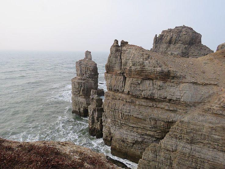 Die wunderschönen Klippen von Baengnyeongdo – nachhaltige Entwicklung, Schutz und Erhaltung der Schönheit der Insel wird letztlich den Bewohnern der Insel zugutekommen und sie mit hochwertigeren Formen des Tourismus belohnen.