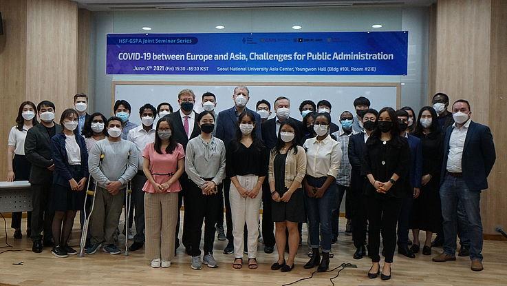 Europäische und asiatische Sicht auf die Schwierigkeiten, die COVID-19 verursacht