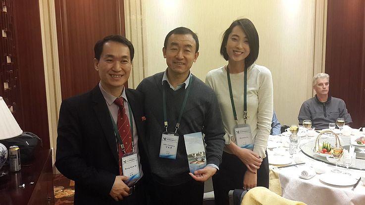 Das koreanische Ministry of Land and Environment Protection hat kürzlich eigenes Material produziert, um auf die Situation der Baerente aufmerksam zu machen. Dieses haben sie dem Leiter der task force, Prof. Ding Changqing überreicht.