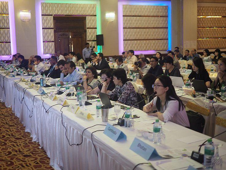 Fünf Tage lang wurden verschiedene Themen diskutiert. Ramsar regionale Initiativen, wie die East Asian-Australasian Flyway Partnership (EAAFP) und das Ramsar Regional Centre-East Asia (RRC-EA) haben den aktuellen Stand ihrer Arbeit und Projekte vorgestellt. Beide sind enge Partner der HSS Korea.