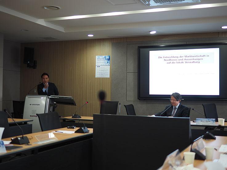 Dr. Jiho Ahn (SNU) giving his presentation