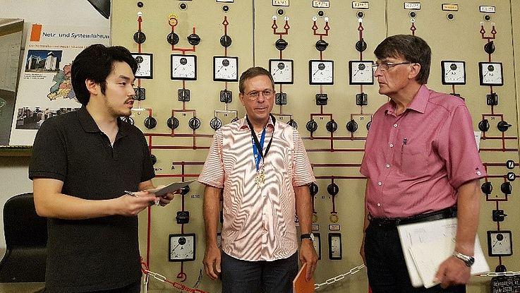 Koreanischer Delegierter im Gespräch mit Dipl. Ing. Horst Kreie und Dipl. Ing. Peter