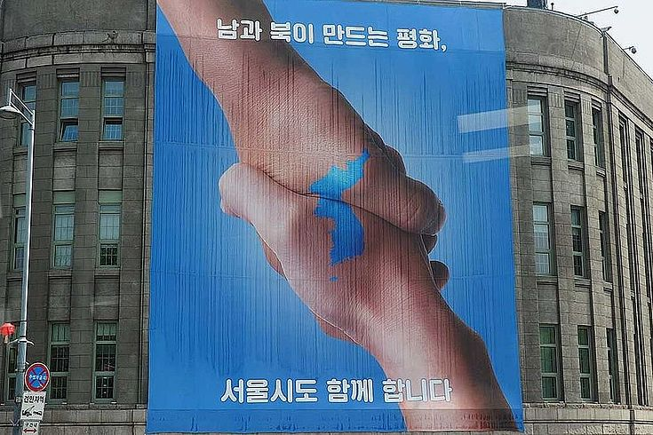 In der Abschlusserklärung bekräftigen Nord- und Südkorea, nie wieder gegeneinander Krieg führen zu wollen. Propagandaaktionen, etwa per Radio oder Flugblätter, sollen eingestellt, die Lage an der Grenze friedlicher gestaltet werden.