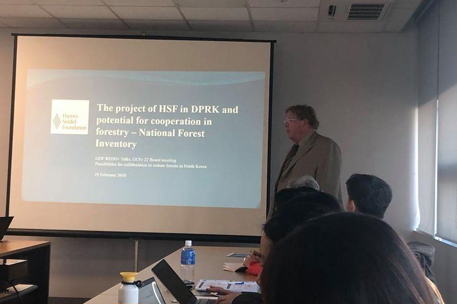 Während der Vorstandssitzung berichtete Herr Dr. Seliger über die Projekte der HSS