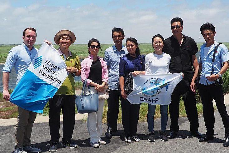 Felix Glenk, Projektleiter für DPR Korea der Hanns-Seidel-Stiftung, berichtet auf Exkursion von der Aktivitäten der HSS