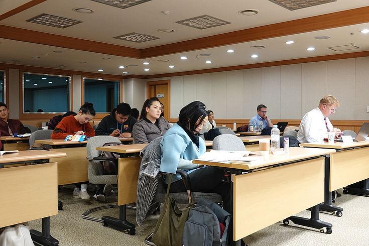 Viele interessierte Besucher folgten den Diskussionen.