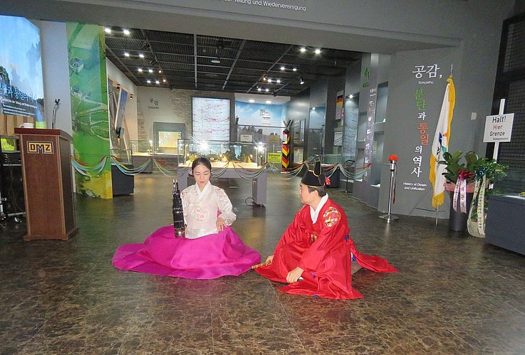 Die Eröffnungsfeier begann mit traditioneller koreanischer Musik, die von Musikern aus der Provinz Gangwon gespielt wurde.